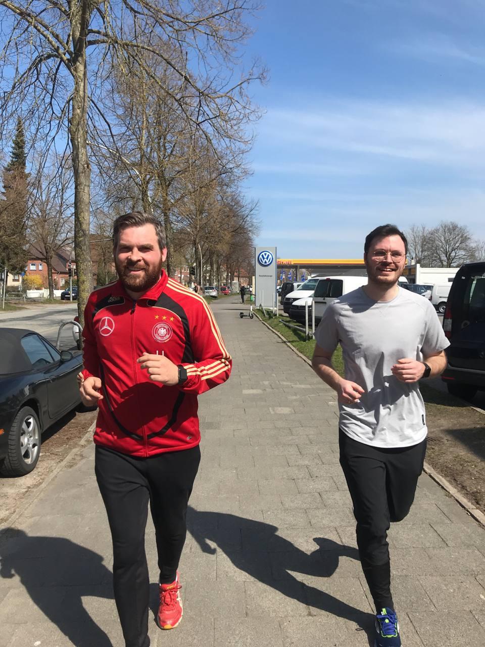 zwei Männer joggen